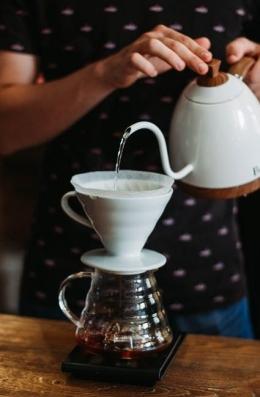 Ilustrasi kopi di antara kita (foto dari pexels.com)