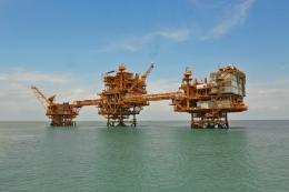 Platform AUP-CPP-WHP B PT. Saka Energi Indonesia (PGN Saka) di Ujung Pangkah, Selat Madura, Jawa Timur. Sumber: sakaenergi.com