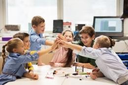 Ilustrasi orangtua berperan penting untuk menilik bakat anak  Sumber: Shutterstock via biz.kompas.com