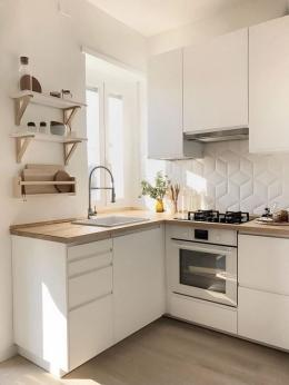 Ilustrasi dapur dengan pencahayaan yang baik dan dilengkapi cungkup asap (sumber: chotidecor.com)