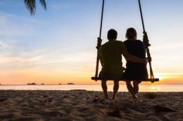 Sepasang kekasih tengah asyik dalam romantisme. Foto: travel.kompas.com.