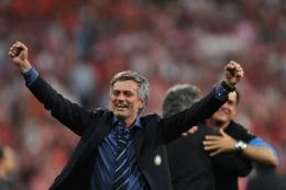 Mourinho mampu membawa Inter stabil di tiga kompetisi berbeda dalam semusim. Sumber: AFP/Christophe Simon/via Kompas.com
