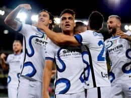 Pemain Inter Milan merayakan gol ke gawang Hellas Verona. (via indozone.com)