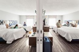 Ilustrasi kamar 'connecting' di Hilton yang memiliki sebuah pintu internal di antara kedua kamar tsb. Sumber: www.newsroom.hilton.com