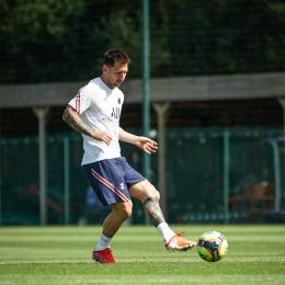 Lionel Messi dalam sesi latihan. (Foto: Twitter/PSG_inside)