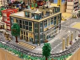 Diorama kota yang disusun dari LEGO | Sumber foto: Indobrickville & Gabor Kovacs