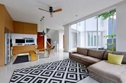 Konsep hunian sehat yang mengedepankan bukaan untuk sirkulasi udara dan pencahayaan. Sumber: Studio ArsitektropiS via Kompas.com