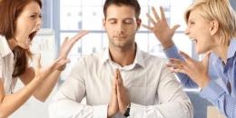 Mencoba Menenangkan Pikiran Dari Gangguan Sekitar   Sumber: Shutterstock/StockLite