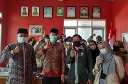 Gambar 2 : Kepala desa Rancasalak sukseskan KKN mahasiswa (Dok. Pribadi).