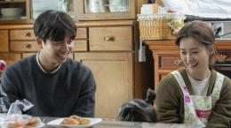 Gong Yoo dan Jung Yumi dalam film Kim Ji-young, Born 1982  Sumber: Spring Wind Film Company/Lotte Cultureworks via Soompi