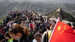Turis China di Tembok Besar setelah lockdown berakhir. Sumber: Yan Cong / Bloomberg visa Getty Image