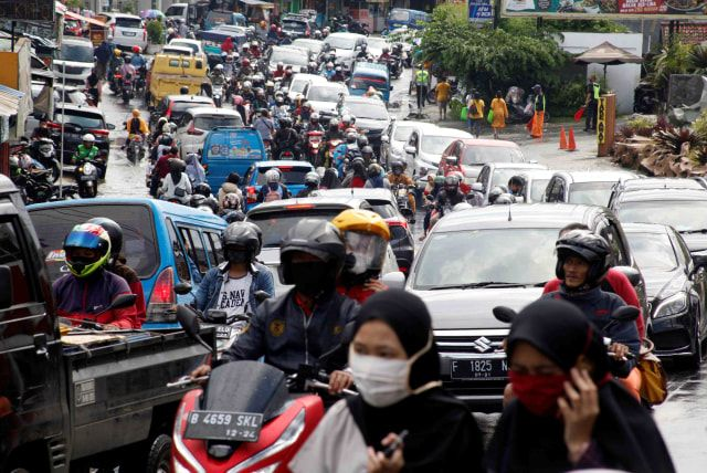 Ilustrasi kemacetan di Puncak|Foto: ANTARA/Yulius Satria Wijaya, via kumparan.com