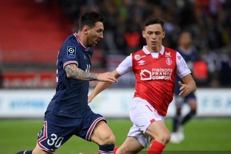Lionel Messi melakoni debutnya di Paris Saint-Germain melawan Stade de Reims, Senin (30/8/2021) dini hari WIB. (AFP/FRANCK FIFE)