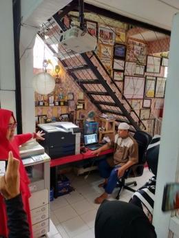 Teh Iin dan Kang Deky, motor Indscript Creative, sumber: pribadi