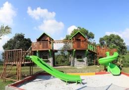Playground outdoor Hotel Pesona Alam Resort Puncak yang disukai keluarga (Foto : www.pesonaalamresort.com)