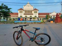 Stasiun Cirebon yang dibangun pada tahun 1901 masih berdiri kokoh. (Dokpri)