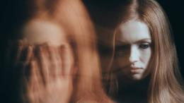 Ilustrasi mood swing yang dialami oleh seorang perempuan   sumber: istockphoto