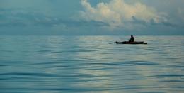 Laut di pagi hari umumnya teduh atau tenang, sangat nyaman untuk melakukan perjalanan (@Hanom Bashari)