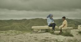 Bentang alam Sumba memang memikat meski di film ini kurang teresksplorasi (sumber gambar: cineverse.id)