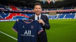 Messi dalam acara peresmiannya oleh Paris Saint Germain (Bola.com)