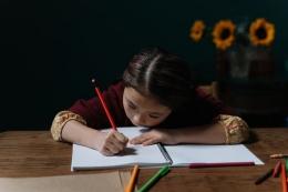 Menulis dengan bercerita | Foto oleh cottonbro dari Pexels