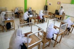Mulai Senin (30/8/2021) kemarin, banyak sekolah mulai memberlakukan pembelajaran tatap muka (PTM) terbatas. Foto: https://siedoo.com/.