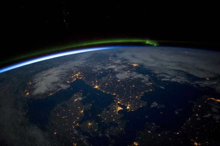 Scandinavia at Night (Sumber: nasa.gov)