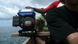 Mesin ketinting, andalan masyarakat pesisir di banyak tempat di Indonesia sebagai mesin penggerak perahu nelayan. (@Hanom Bashari)