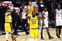 Pebasket andalan Los Angeles Lakers, LeBron James. Foto: AFP/Ronald Cortes via Kompas.com