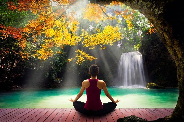 Melakukan meditasi bisa menjadi salah satu cara untuk melepas stres dalam diri. Sumber: Shutterstock via Kompas.com