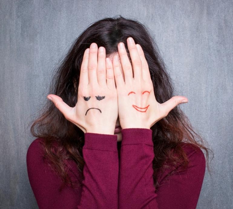Ilustrasi mood swing yang dialami oleh seorang perempuan   sumber: butterflycounselling.com