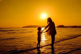 Ilustrasi Ibu dan Anak (Freepik/fwstudio)
