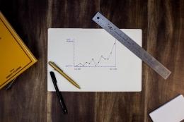 Ukur kinerja supplier Anda menggunakan metrik yang sesuai (sumber foto: Isaac Smith on Unsplash)