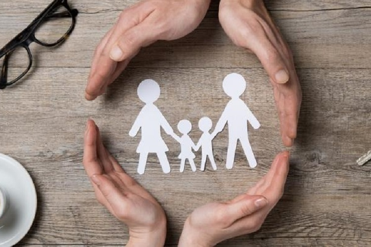 Ilustrasi melindungi keluarga dengan proteksi asuransi. Sumber: Thinkstock/Ridofranz via Kompas.com