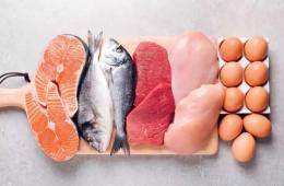 Ikan, daging, dan telur. Sumber: The Anti-inflammatory Plan, 1st Ed., 2021, hlm. 59.