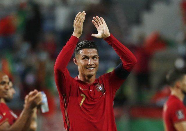 Cristiano Ronaldo merayakan kemenangan Portugal atas Irlandia. Ronaldo membuktikan dirinya belum habis. (Foto/Reuters)