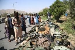 Seragam militer yang ditinggalkan setelah Taliban mengambil alih kekuasaan, di Kabul pada 16 Agustus. Fotografer: Xinhua/Getty Images via Bromberg.