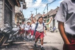 Anak sekolah ( Foto oleh Artem Beliaikin dari Pexels)