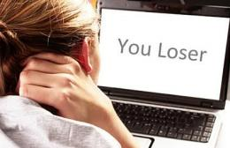 Ilustrasi Sintia yang sedang sedih karena kehilangan harapan hidup, gegara cyber bullying. Safety-LoveToNow