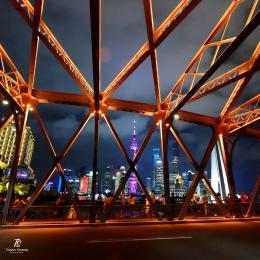 Kawasan Pudong dilihat dari balik Jembatan Waibaidu- Shanghai. Sumber: dokumentasi pribadi