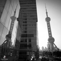 Oriental Pearl Tower, Pudong- Shanghai. Sumber: dokumentasi pribadi