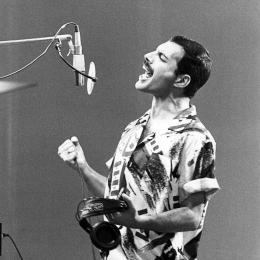 Freddie Mercury. Sumber: instagram.com/in_7_off_keerthi (fan page)