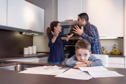 Ilustrasi anak dan pasangan yang bertengkar.| Sumber: doble-d via Kompas.com