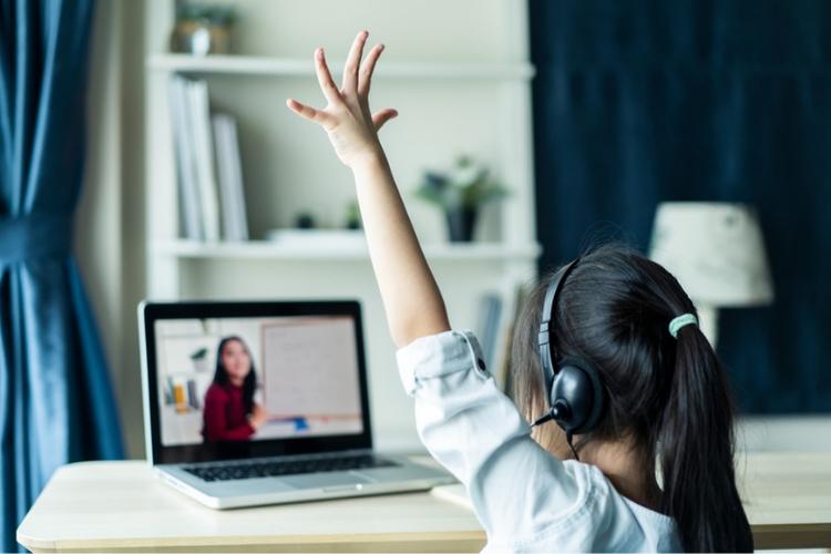 Ilustrasi peserta didik yang sedang mengikuti pembelajaran daring. Sumber: Shutterstock via Kompas.com
