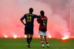 Derby Milan di perempat final Liga Champions musim 2004/2005 (Foto: REUTERS/Stefano Rellandini)
