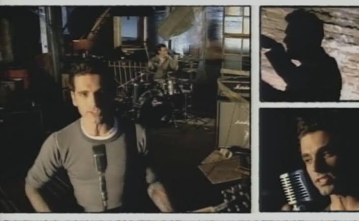 Dashboard Confessional dalam video musik