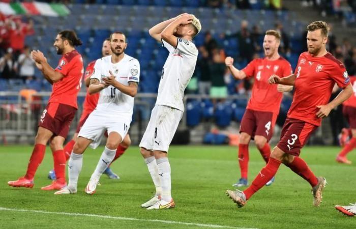 Ekspresi pemain Italia, Jorginho, usai gagal menendang penalti. Italia bermain 0-0 dengan Swiss di kualifikasi Piala Dunia 2022/italy24news