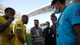 Brasil v Argentina ditinggalkan setelah hanya lima menit pada hari Minggu.( Foto: Getty Images via BBC Sports)