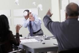 Ilustrasi perundungan di tempat kerja. Sumber: Blend Images/John Feingersh via Tribunnews.com