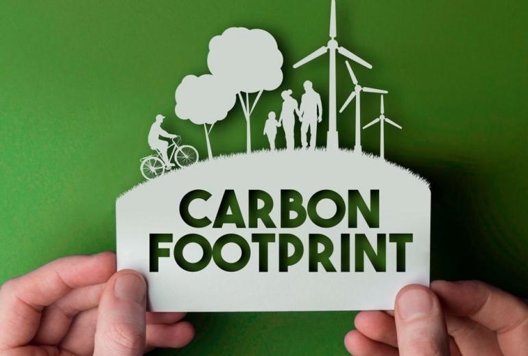 ilustrasi jejak karbon   gambar diunduh dari azocleantech.com